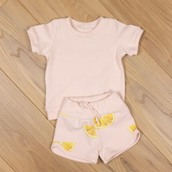 tee shirt rose côtelé + mini short citrons